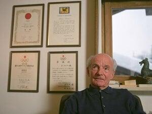 """「日本サッカーの父」クラマーを連れてきた""""知られざる丸腰の留学生""""とは《革命的な""""止める・蹴る""""とメンタル指導秘話も》"""