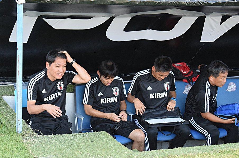 """森保監督、五輪世代から絶大な信頼。""""横さん""""こと横内コーチの仕事術。<Number Web> photograph by Ryohei Hayashi"""