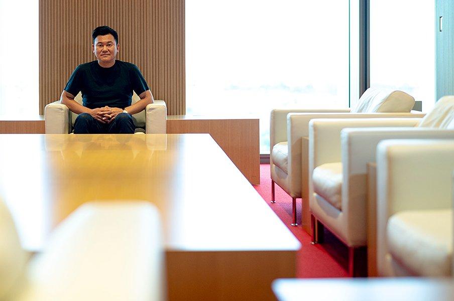 三木谷浩史が語る「イニエスタ獲得は、社会構造改革の一環だ」<Number Web> photograph by Takuya Sugiyama
