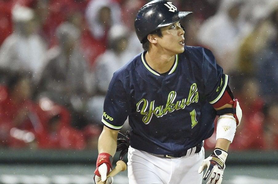 山田哲人の神々しさを称えたい。本塁打王の盗塁はいつから減ったか。<Number Web> photograph by Kyodo News