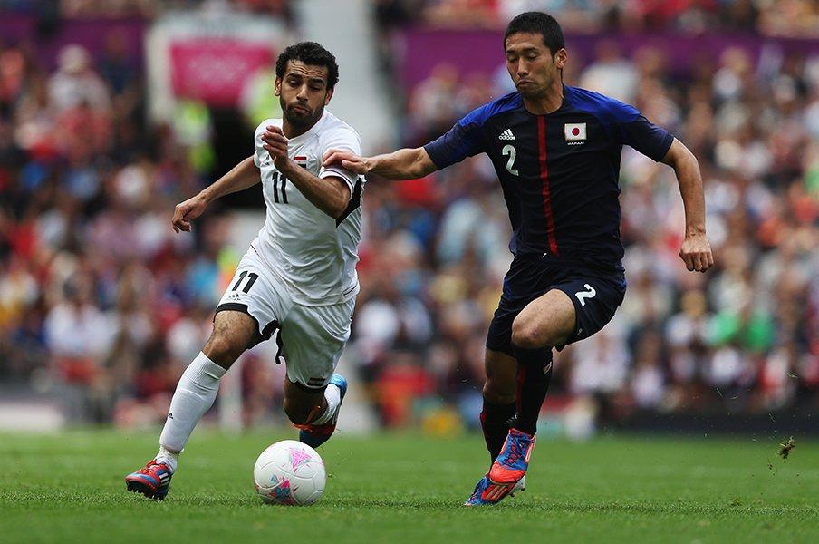 ロンドン五輪に学ぶ。あのサラーも抑えた、徳永悠平「いつもどおり」。<Number Web> photograph by FIFA via Getty Images,Asami Enomoto(in the article)