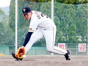 打撃のための時間を、守備で稼ぐ。巨人・岡本和真は清原になれるか。<Number Web> photograph by NIKKAN SPORTS