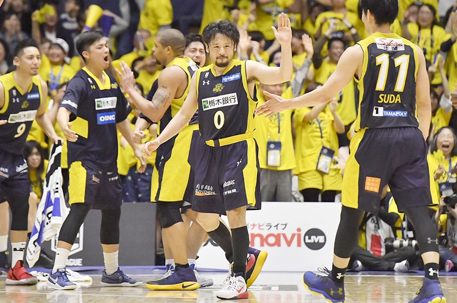 Bリーグ史に残る栃木の大逆転劇。22点差すら楽しめる選手、ファン。<Number Web> photograph by Kyodo News
