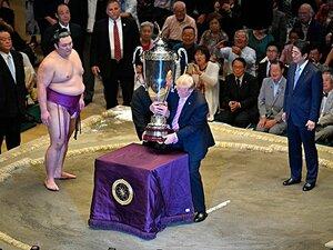 やけに揃ったスポーツ紙の足並み。「トランプ大相撲」をどう報じたか。