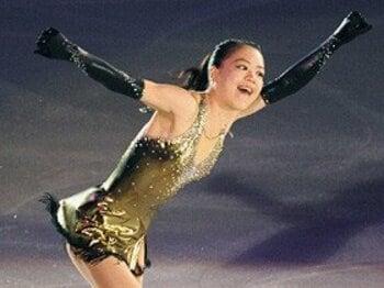 摂食障害から見事復帰した鈴木明子。フィギュアGPファイナルで夢を掴む!<Number Web> photograph by KYODO