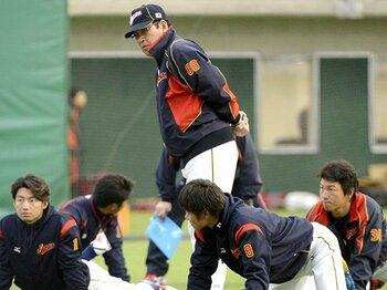 浅尾に代わるWBCの守護神が必要!?選手選考で難問山積の山本監督。<Number Web> photograph by Kyodo News