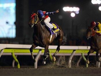 """望みは買い目よりも淡い共感――。雨の大井競馬、予想屋の""""告白""""。<Number Web> photograph by Masakazu Takahashi"""