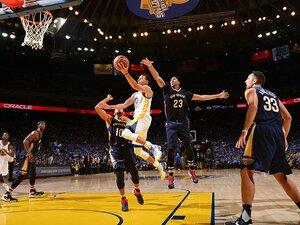 NBA開幕で早くも大爆発のカリー。2年連続MVPを阻止するのは誰だ?