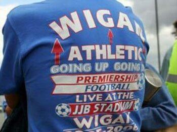 ラグビーの街のサッカー・チーム、ウィガンがプレミアを熱くする<Number Web> photograph by AFLO