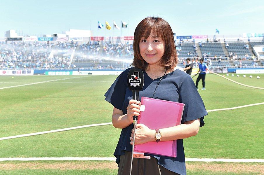夫はJの監督、私はリポーター。高木聖佳は今日もピッチから情報を。<Number Web> photograph by Atsushi Iio
