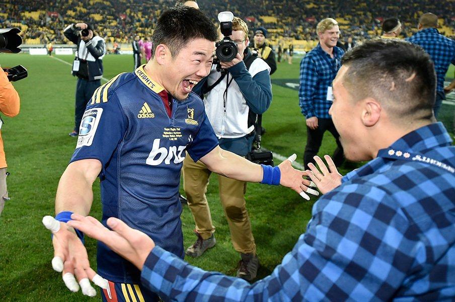 岩渕健輔GMが語る熾烈な交渉と感謝。スーパーラグビー参戦までの道のり。<Number Web> photograph by AFLO