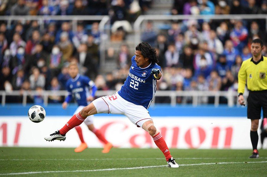 中澤佑二は速度勝負になぜ勝てるか。ハイライン守備で光る「コンマ何秒」。<Number Web> photograph by J.LEAGUE PHOTOS