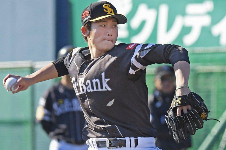 """高橋純平を睨み、見守る""""鬼""""が1人。担当スカウトが選手のためにする事。<Number Web> photograph by Kyodo News"""