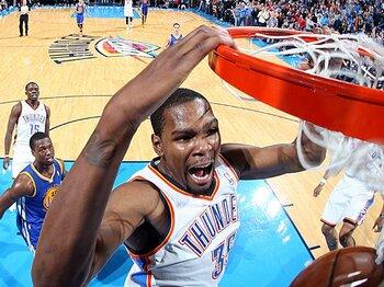 <今季NBAを最も沸かせた男> ケビン・デュラント 「初MVPは涙と共に」<Number Web> photograph by Getty Images