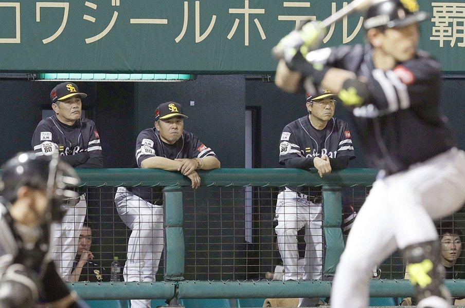 西野采配の妙は野球にも生かせる?SB工藤監督が仕掛けるワナと奇襲。<Number Web> photograph by Kyodo News