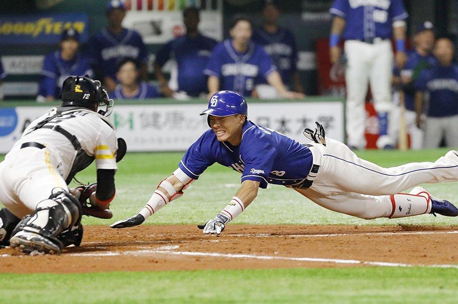 中途半端なビデオ判定は逆効果だ!プロ野球界に足りない「第三者の目」。<Number Web> photograph by Kyodo News