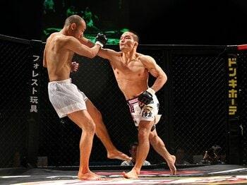 UFCへの一極集中が進む格闘技界。日本人選手も世界標準への対応急ぐ。<Number Web> photograph by Susumu Nagao