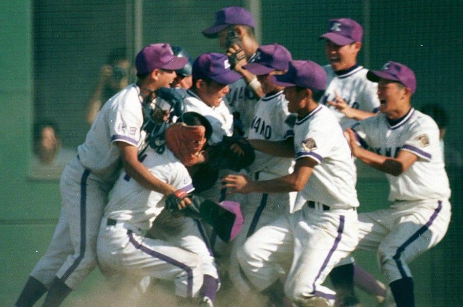 地元記者が選ぶ地方大会名勝負。1998年秋田大会決勝、10点差から……。<Number Web> photograph by Asahi Shimbun