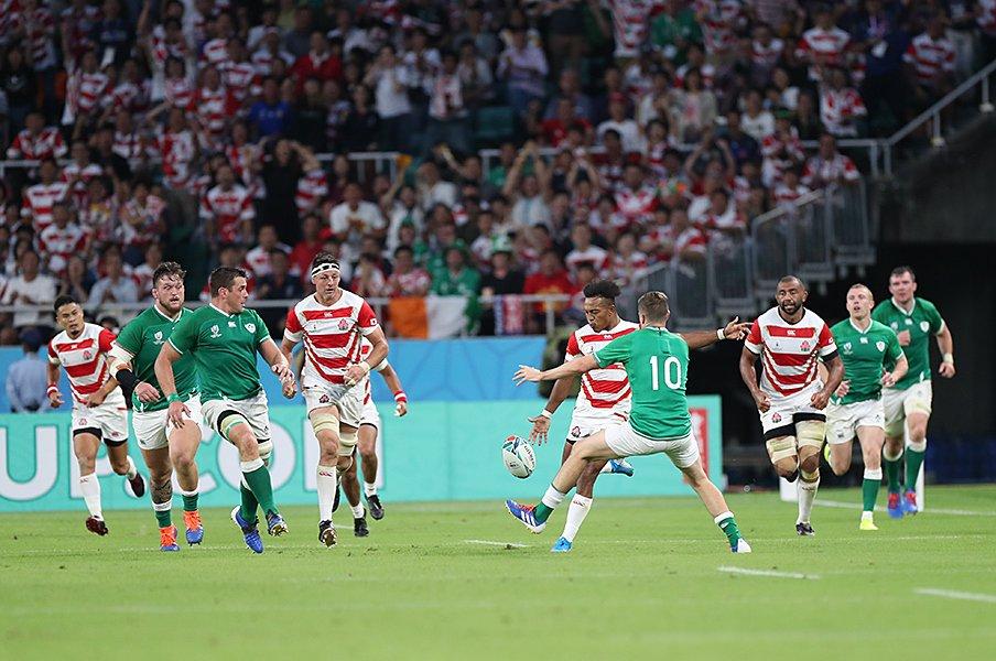サッカー好きに贈るラグビー講座。大きく違うオフサイドの概念とは。<Number Web> photograph by Naoya Sanuki