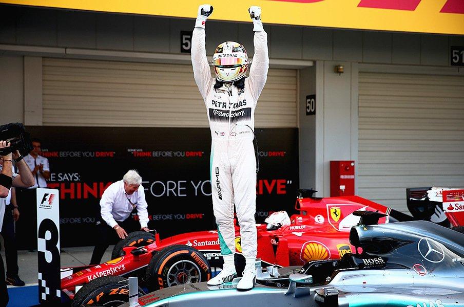"""日本GPでハミルトンとアロンソに明暗。セナと並ぶ勝利数と""""GP2""""の屈辱。<Number Web> photograph by Getty Images"""