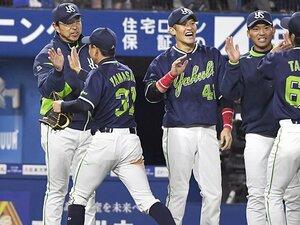 ヤクルト小川淳司監督とは何者か。コーチ陣と選手に伝播する「執念」。
