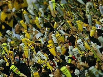 特典目当て? それとも球団への愛!?プロ野球ファンクラブの正しい選び方。<Number Web> photograph by Hideki Sugiyama