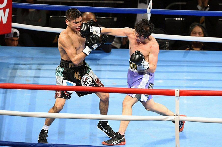 商社マン・木村が弁護士王者に勝利。ボクシングW世界戦で目撃した勝負の妙。<Number Web> photograph by Kyodo News