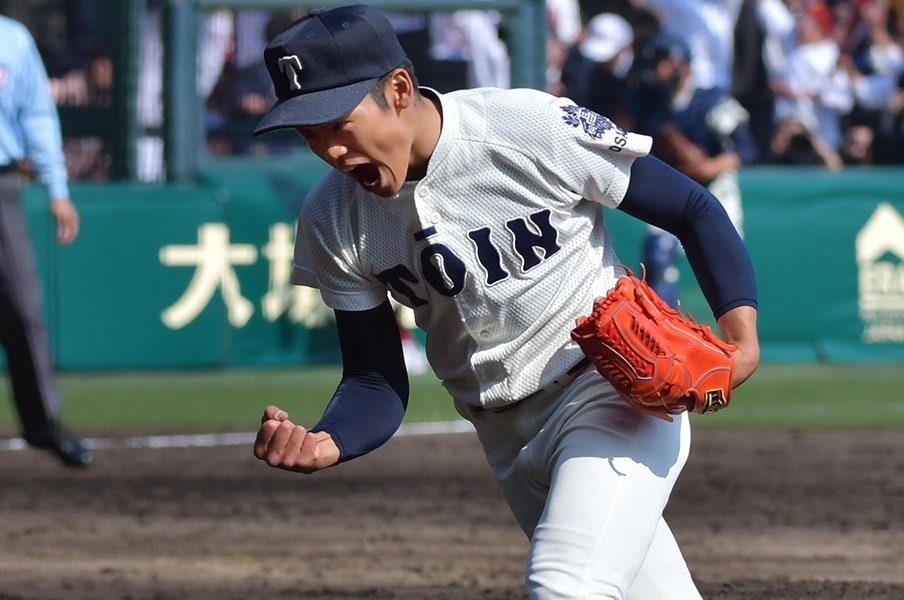 大阪桐蔭・根尾昂は野球の常識の外。片手捕球、ジャンプスロー、スキー。<Number Web> photograph by Hideki Sugiyama