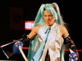 コスプレで入場するキックボクサー、自演乙。<Number Web> photograph by Keizo Takasaki