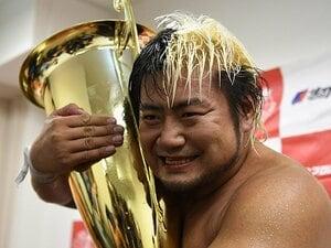 「王道」初優勝から「三冠」へ――。全日本プロレス、無骨な王者・諏訪魔。