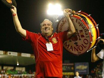 """世界一有名なサッカーの応援団長!?スペインの""""マノロおじさん""""の素顔。<Number Web> photograph by Mutsu Kawamori"""