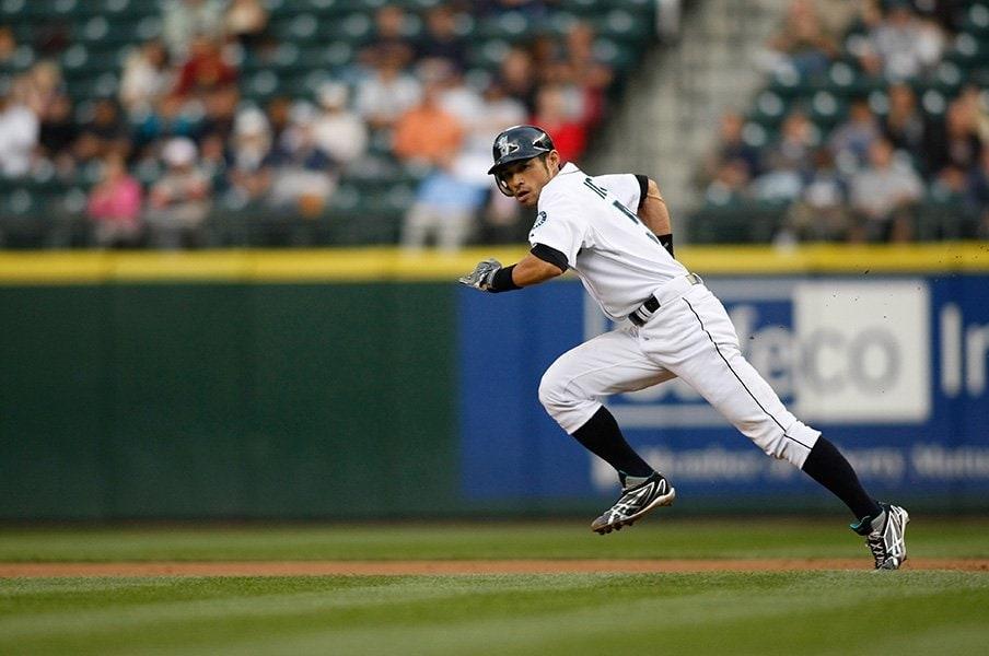 イチローは盗塁記録もやっぱり別格。伝説に残る強肩捕手との一騎打ち。<Number Web> photograph by AFLO