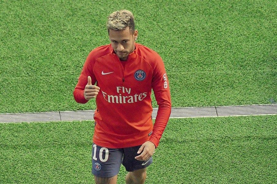 ネイマールはパリが大好きだが……。PSGファンが彼を嫌いな多くの理由。<Number Web> photograph by Barnard Papon