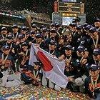 【第1回WBC 表彰式】 紙吹雪が舞う中、喜びを爆発させる日本代表メンバー。