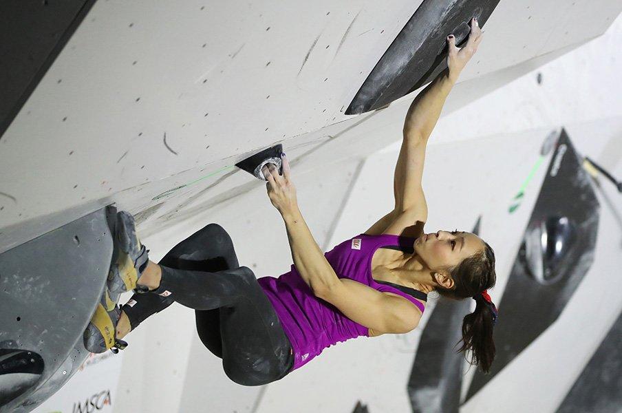 重力に逆らって登れ! 壁面の頭脳戦。「スポーツクライミング」の楽しみ方。<Number Web> photograph by JMSCA/アフロ