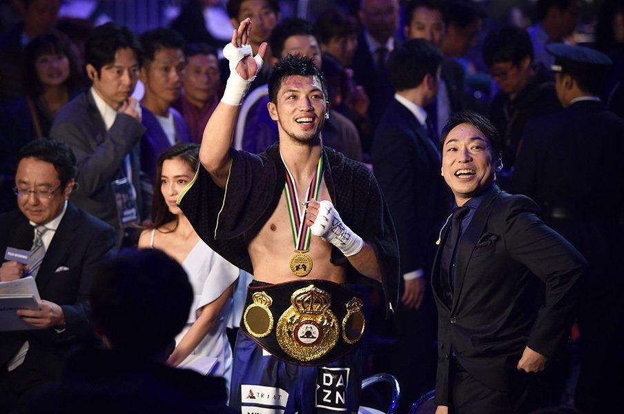村田諒太がついに、ついに世界王者。次は「僕より強いチャンピオン」と。<Number Web> photograph by Hiroaki Yamaguchi