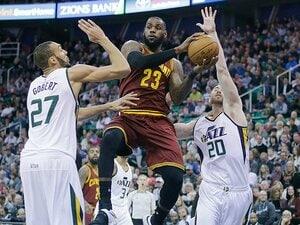 レブロンは「NBA最後の高卒大物」?米スポーツ界が学歴重視の背景とは。