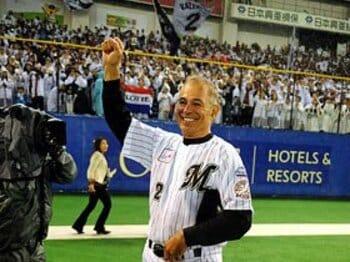 ロッテのファン騒動も一件落着!? ボビーと西岡のチーム愛が溢れた夜。<Number Web> photograph by NIKKAN SPORTS