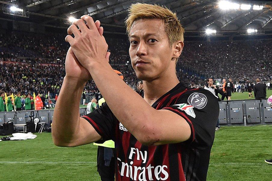 コッパイタリア決勝後、帰国の際には「ひどかった」とシーズンを振り返った本田圭佑。ミランには身売りの噂もあるが……。