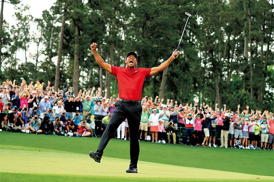 鷹から虎へ――史上最大のカムバック。~タイガー・ウッズと伝説のゴルファー~<Number Web> photograph by KYODO