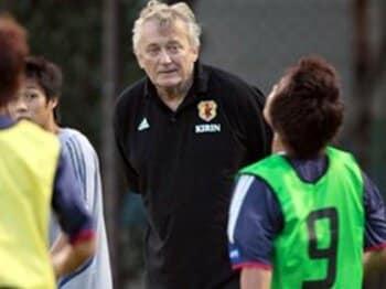 サッカー強豪国に学ぶ、監督の補佐役の大切さ。<Number Web> photograph by Takuya Sugiyama