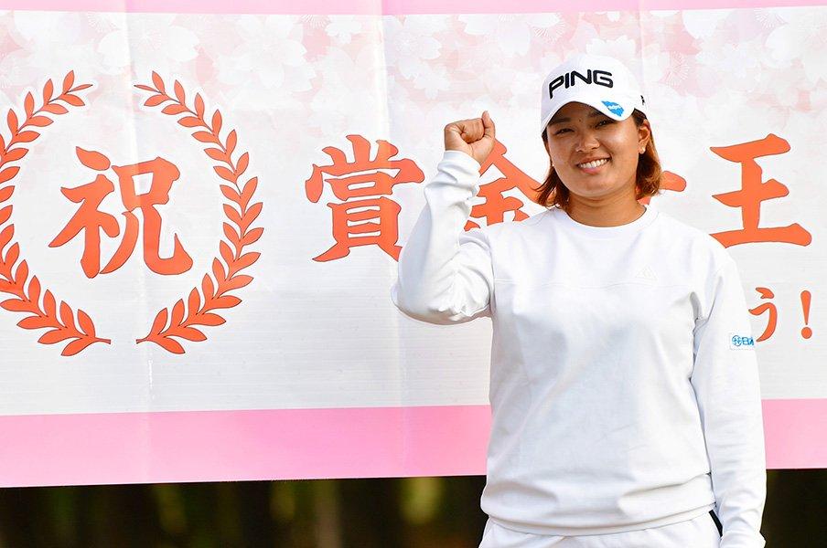 女子ゴルフの若年化。~21歳渋野と25歳鈴木の賞金女王争い~<Number Web> photograph by Getty Images