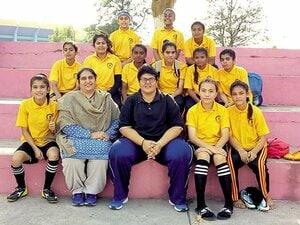 スポーツを通じて女性に真の自由を!パキスタンの女子サッカー最前線。