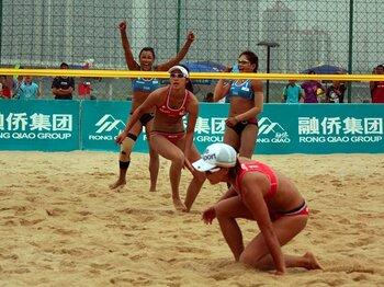 ビーチバレー女子代表、五輪予選敗退の理由。~総監督不在のドタバタ劇~<Number Web> photograph by Yoshihisa Kosaki