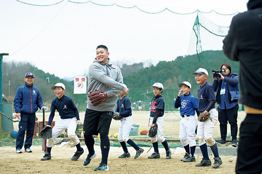 筒香嘉智、MLB1年目に迷いはない。「バット1本だけ持って勝負しに」<Number Web> photograph by Hirofumi Kamaya