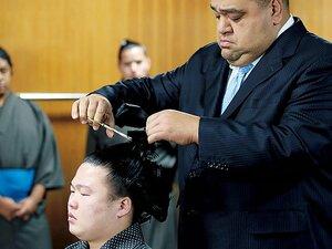 武蔵川部屋の一番弟子、武蔵平の「涙の断髪式」。~「生まれ変わったら15歳から力士になります」という後悔~