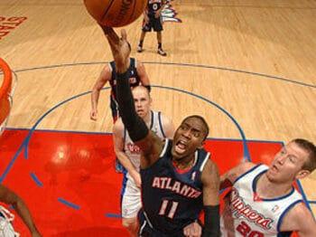 10季目に光明が見えた不運な男、クロフォード。~NBAプレーオフ初出場も当確!?~<Number Web> photograph by NBAE/Getty Images