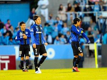 """それでもJ1にはガンバが必要だ!最終戦で気づいた""""ゆるい""""魅力。<Number Web> photograph by Toshiya Kondo"""