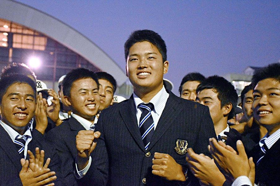 村上宗隆を一目で「この子はプロ」。高校時代の監督が語る練習法と号泣。<Number Web> photograph by Kyodo News