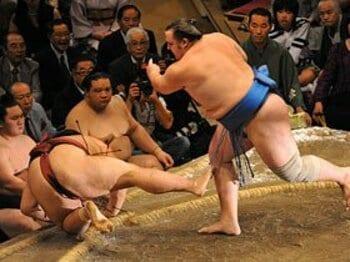 驚異的な変貌遂げた把瑠都は横綱に勝てるか。~大関昇進がかかる九州場所~<Number Web> photograph by JMPA
